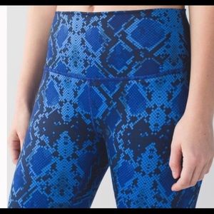 Lulu lemon blue snakeskin legging